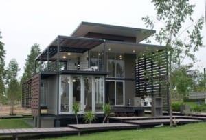 Làm mái nhà bằng sắt có những ưu nhược điểm gì?