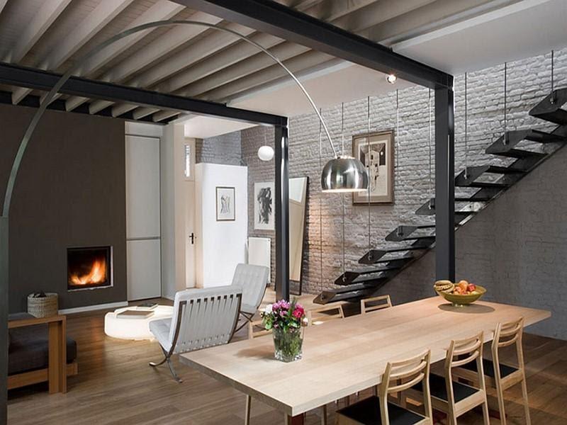 Nhà bằng khung sắt dễ bị bắt lửa, hoen gỉ gây hại đến cấu trúc căn nhà.